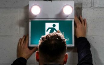 Escape route lighting: definition, regulations, tests and obligations (Foto: shutterstock - Arman Saturday)